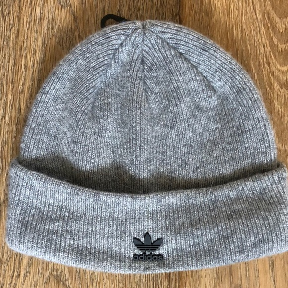 6b6f4219232 adidas Originals Metal Badge Beanie. M 5bba7c2d12cd4ad33e2b335a